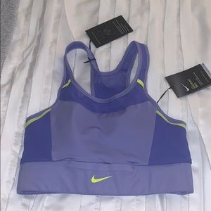 New with TAGS Nike sports bra size Small